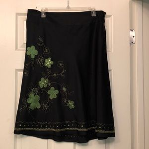 MAKE OFFER Dainty Black and green silk skirt